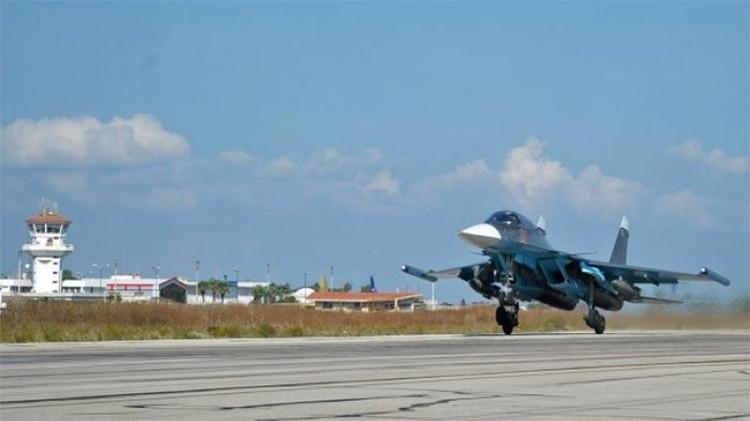 Por primera vez los bombarderos tácticos rusos Su-34 despegan armados con misiles aire-aire