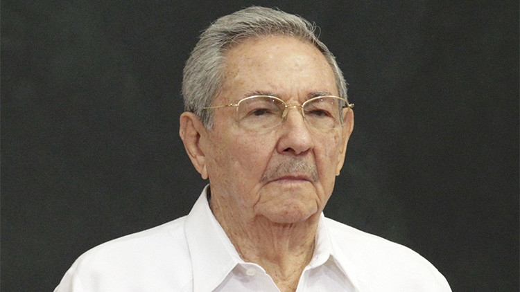 El presidente de Cuba, Raúl Castro, asiste a una ceremonia oficial de bienvenida en el Palacio de Gobierno del Estado de Yucatán en Mérida, México, el 6 de noviembre de 2015.