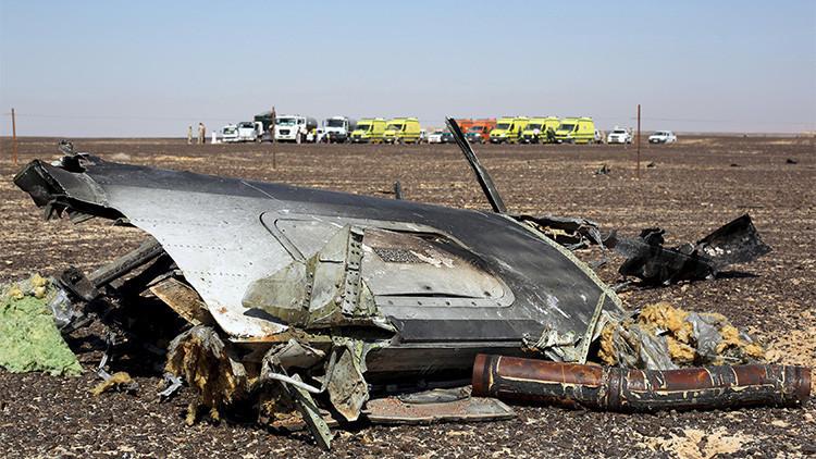 Restos del avión ruso A321 en el lugar del accidente, Egipto, 1 de noviembre 2015