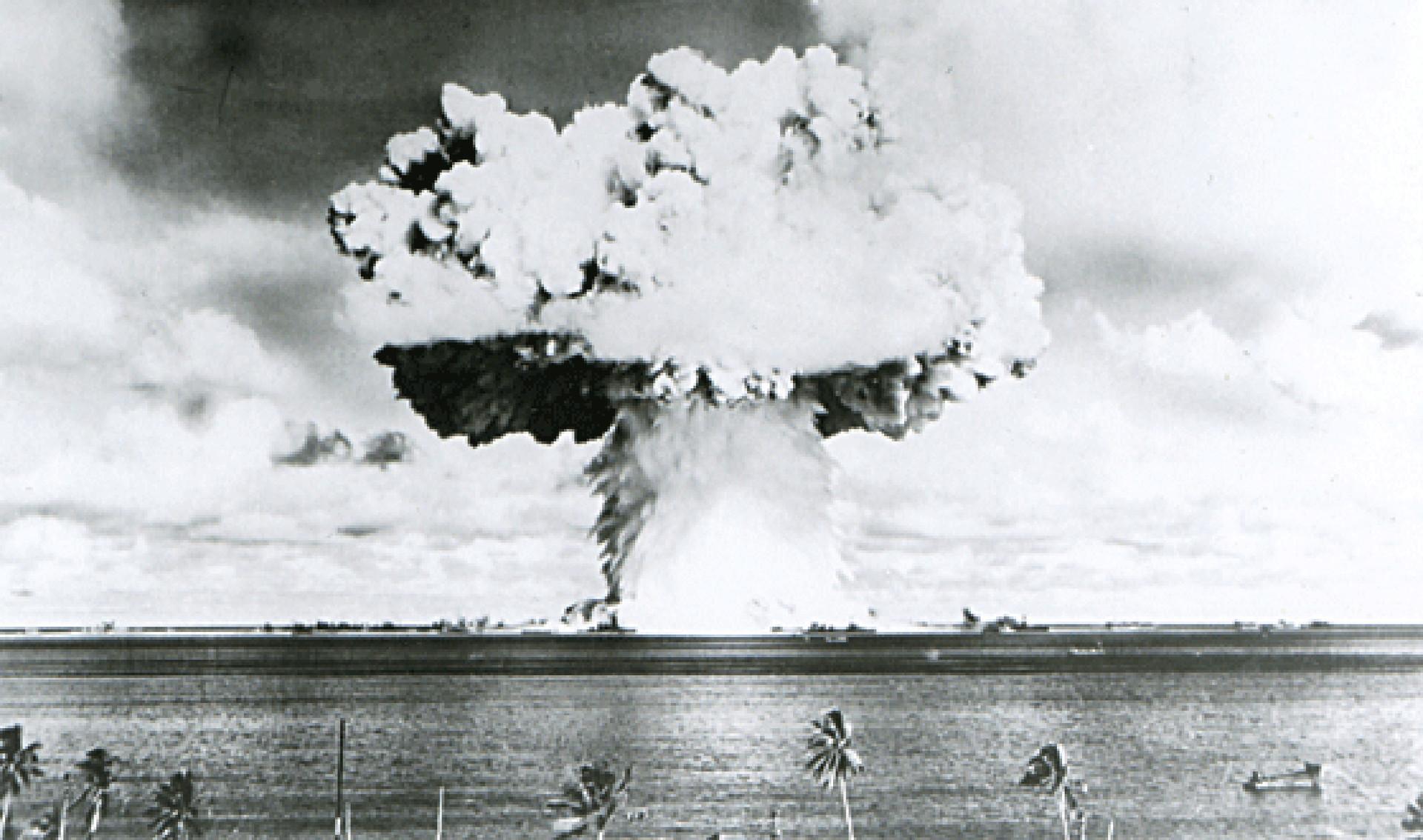 La detonación nuclear en atolón de Bikini en julio de 1946.