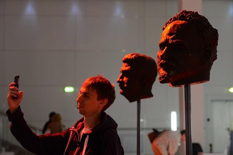 Esculturas de los revolucionarios muertos / Moscú