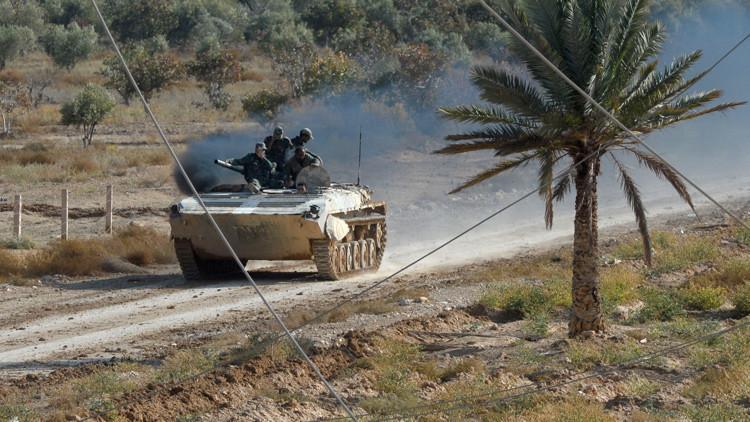 Soldados del Ejército sirio en posición de combate