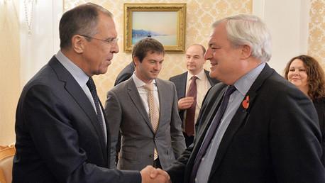 Stephen O'Brien, secretario general adjunto de Asuntos Humanitarios de la ONU, reunido en Moscú con Serguéi Lavrov, ministro de Exteriores de Rusia.
