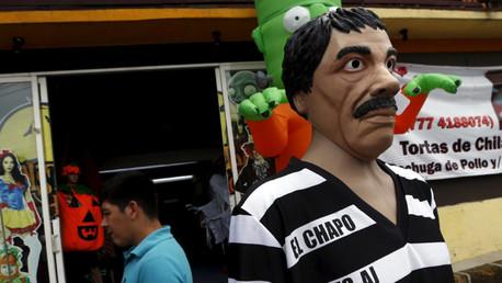 Un disfraz de 'El Chapo' junto a una tienda en la ciudad mexicana de Cuernavaca, en las cercanías de Ciudad de México, el 14 de octubre de 2015.