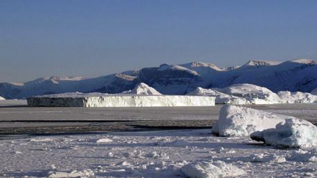 ¿Cuál es la relación entre los movimientos de las montañas y los cambios climáticos?