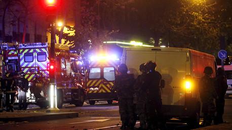 Policía antidisturbios cerca del teatro Bataclan.