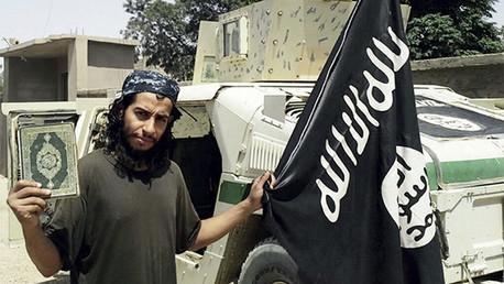 Esta fotografía sin fecha de un hombre identificado como Abdelhamid Abaaoud fue publicada en la revista del Estado Islámico 'Dabiq'