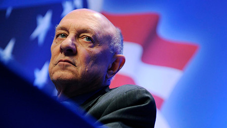 R. James Woolsey, el exdirector de la CIA