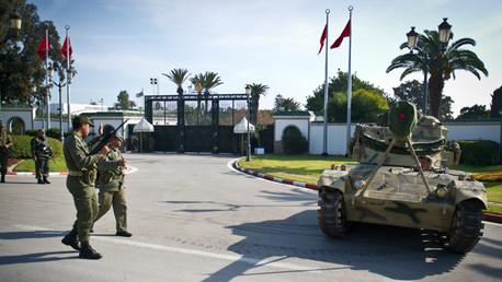 Soldados y guardia de seguridad presidencial tunecina