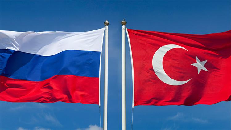 Turquía insta a crear canales de comunicación militar con Rusia
