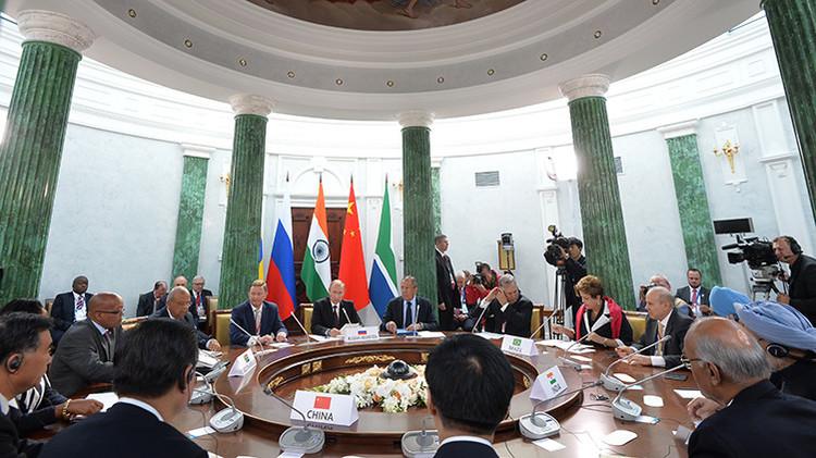 El Banco de Desarrollo del BRICS, a la conquista del mercado financiero chino