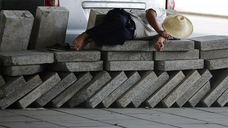 Un chino convierte el 'smog' de Pekín en ladrillos para la construcción