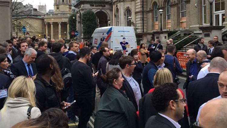Amenaza de bomba: evacúan edificios cercanos a la sede central de la BBC en Londres