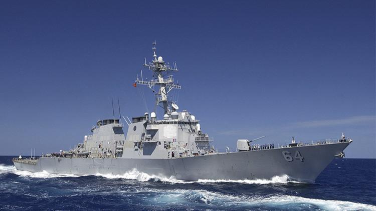 El destructor Carney de EE.UU. vigila al crucero Moskvá frente a las costas de Siria