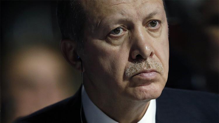 El presidente turco, Tayyip Erdogan, asiste a la sesión inaugural de la Conferencia Mundial sobre el Cambio Climático de 2015 (COP21) en París, Francia, el 30 de noviembre de 2015.