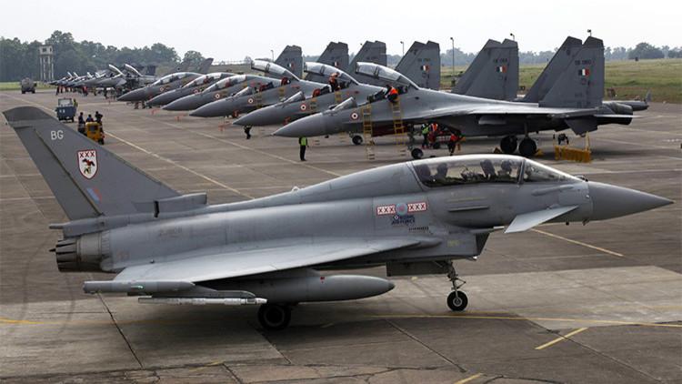 Un Eurofighter Typhoon de la Real Fuerza Aérea de Reino Unido.