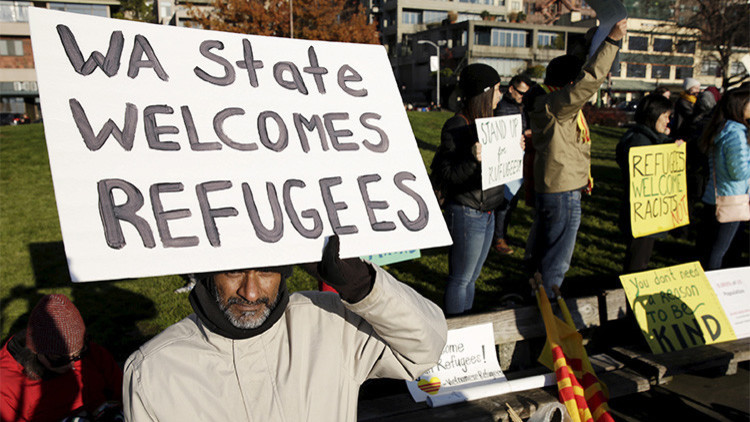 Khan Husain de Seattle, EE.UU., participa en una protesta a favor de los refugiados en Washington, el 28 de noviembre de 2015.