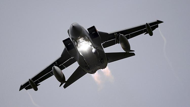 Un avión Tornado de la Fuerza Aérea del Reino Unido despega de la base Lossiemouth en Escocia