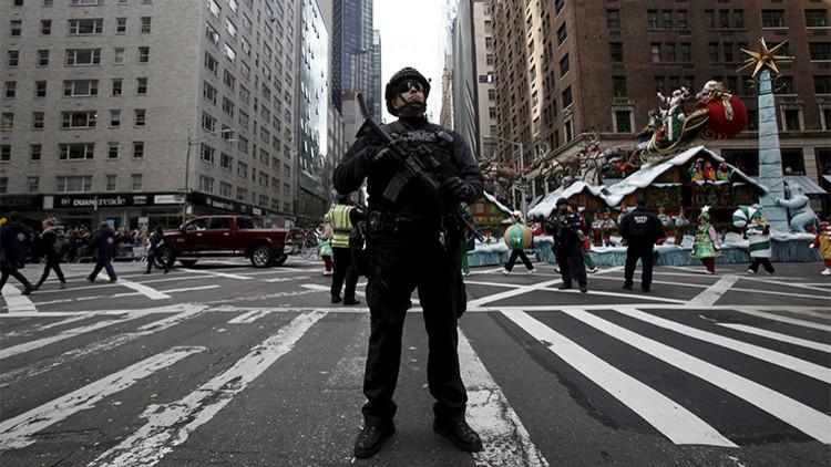 """Jefe de policía del estado de Nueva York tras los tiroteos: """"Lleven su arma de fuego"""""""