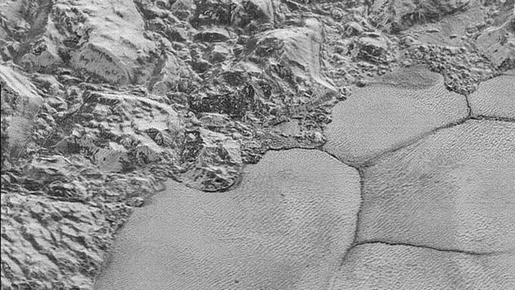 La NASA publica las fotos más nítidas de Plutón