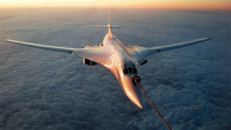 Infografía: Todo sobre el 'Cisne Blanco', el bombardero supersónico más potente de la historia