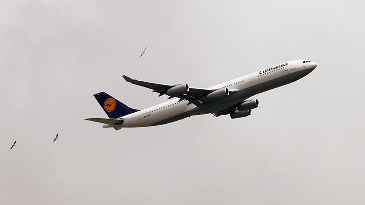 "Inmovilizan a un pasajero que gritó ""quiero unirme a Alá"" en un vuelo de Lufthansa"