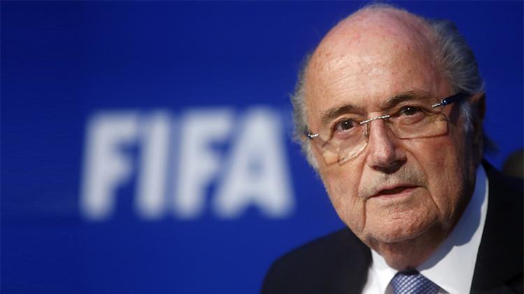 El Presidente suspendido de la FIFA, Joseph Blatter, habla durante una conferencia de prensa tras una reunión extraordinaria del Comité Ejecutivo de la FIFA en Zúrich, Suiza, el 20 de julio 2015.