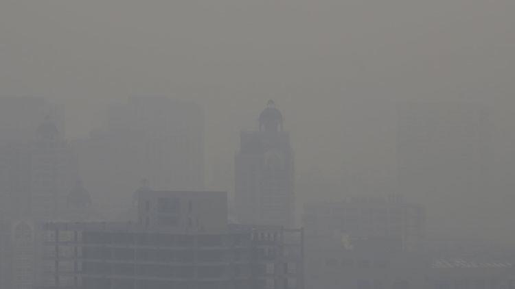 Pekín emite alerta roja por contaminación del aire por primera vez