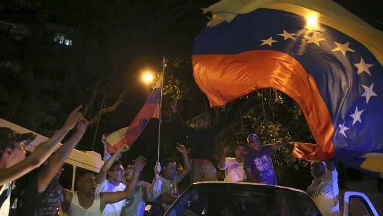 """""""Triunfo de la contrarrevolución"""": ¿Qué deparará a Venezuela victoria de la MUD en las elecciones?"""