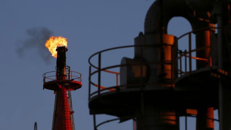 Los precios mundiales del crudo marcan un nuevo mínimo en 7 años