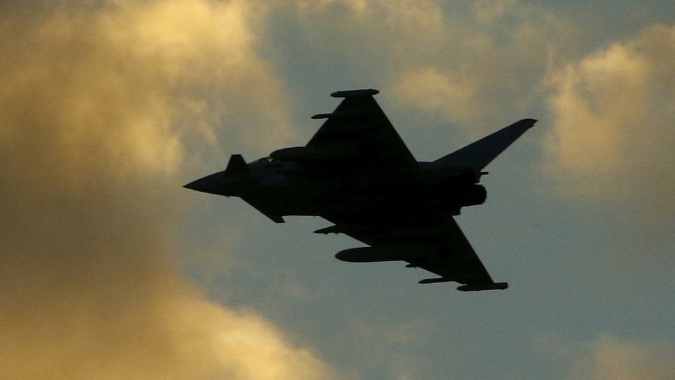 Nuevo video: Ataque aéreo británico a un pozo petrolífero del Estado Islámico en Siria