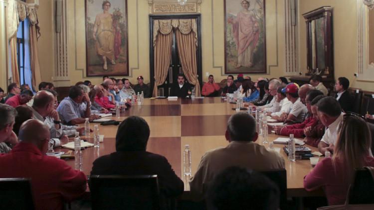 El presidente venezolano, Nicolás Maduro, interviniendo en una reunión con los gobernadores y ministros revolucionarios en el Palacio de Miraflores, Caracas