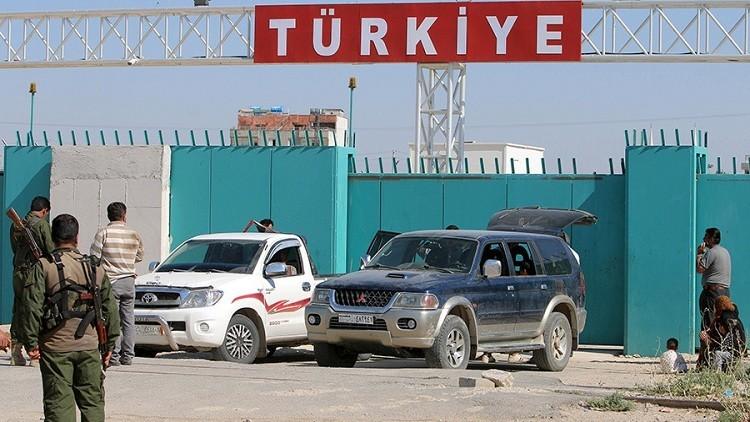 Turquía deporta a periodistas rusos que investigaban la venta de petróleo del EI