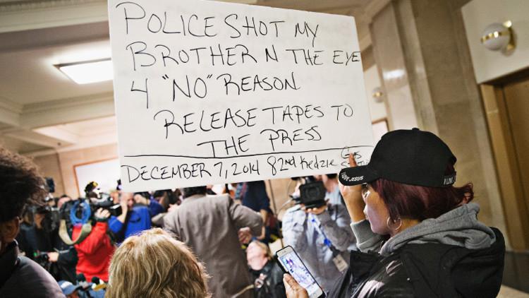 Los protestantes cortan las calles de Chicago exigiendo dimisión del alcalde