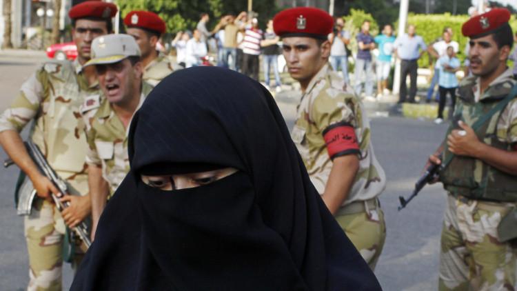 """""""Para trabajar me visto y me comporto como un hombre"""": fotógrafa denuncia el acoso sexual en Egipto"""