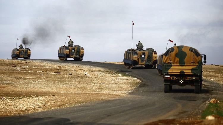 Videos: Turquía despliega más de 1000 unidades de equipos militares cerca de la frontera con Siria