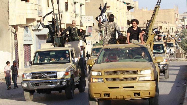Impactantes imágenes: El EI exhibe su arsenal abastecido por Occidente
