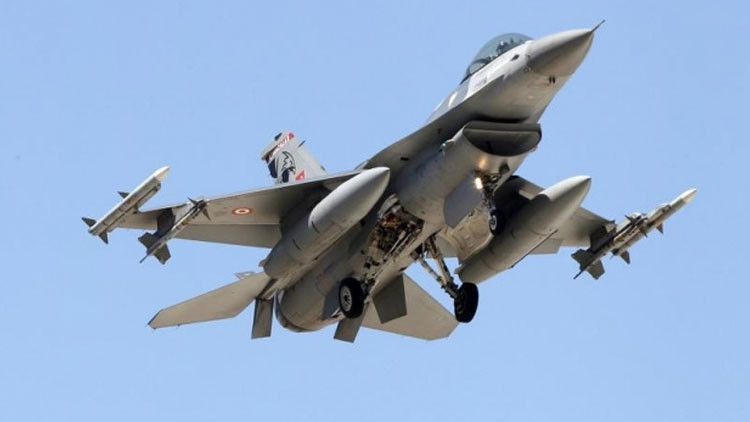 Cazas griegos persiguen a un F-16 turco sobre el mar Egeo