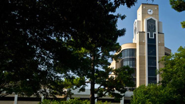 Alertan de la presencia de un tirador en la Universidad de Arkansas