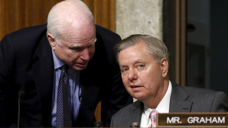 """Dos senadores de EE.UU. ofrecen """"un plan para atrapar"""" su país en otra guerra larga"""