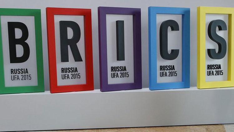 La división del mundo financiero: el grupo dólar vs el grupo de los BRICS