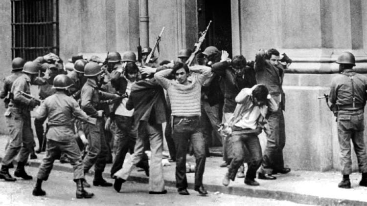 Arrestan a un hombre que confesó en la radio haber participado en ejecuciones en época de Pinochet
