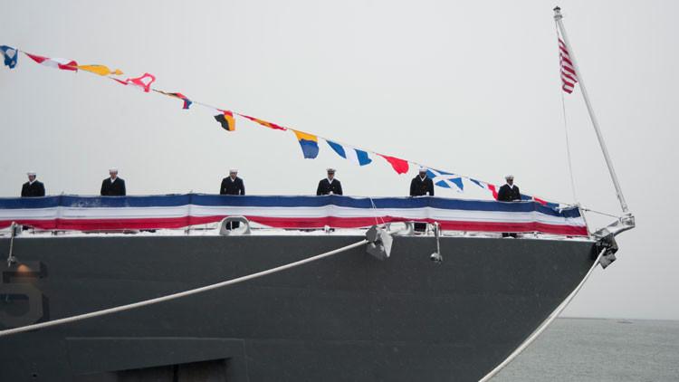 Moderno buque de combate de EE.UU. 'se rompe' poco después de abandonar el puerto