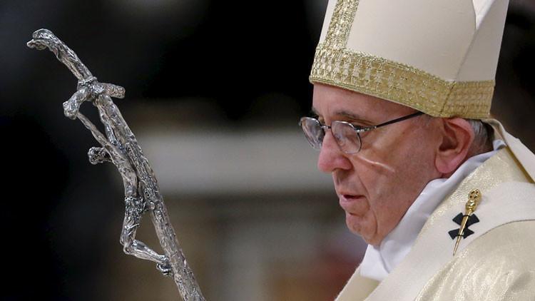 """'Que la Virgen haga un milagro': Revelan que en el Vaticano """"muchos quieren ver muerto al papa"""""""