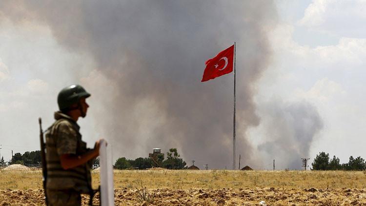 Medios: Turquía prohíbe a sus militares pasar vacaciones en Rusia