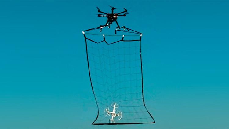 Los drones del Departamento de Policía Metropolitana están equipados con una red para capturar drones sospechosos no autorizados.