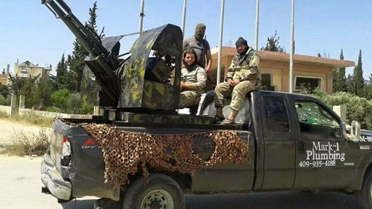 Un estadounidense exige un millón de dólares a Ford al ver que yihadistas usan su camioneta