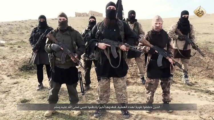 EE.UU.: El Estado Islámico gana 40 millones de dólares al mes con el tráfico de petróleo