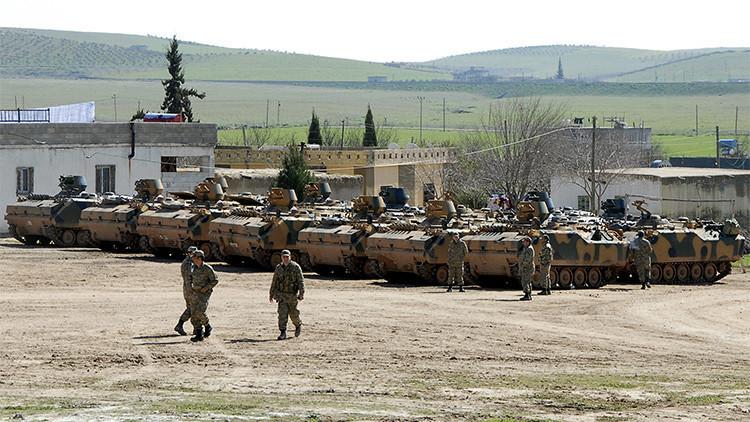 Aparecen fotos de tropas turcas concentradas cerca de la frontera siria