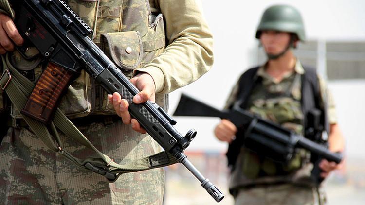 2 soldados turcos muertos, 6 heridos y 70 desaparecidos en un ataque del EI al norte de Irak
